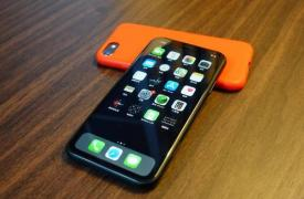 告别iPhone端口?iOS 13.4 Beta提示无线恢复功能
