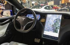 特斯拉的自动驾驶仪将很快检测到交通信号灯
