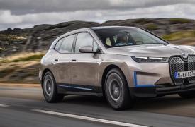 宝马的新款iX电动跨界车一次充电即可提供500马力并行驶300英里
