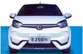 江铃E200N作为江铃E200S的升级车型在内饰与配置方面做了优化
